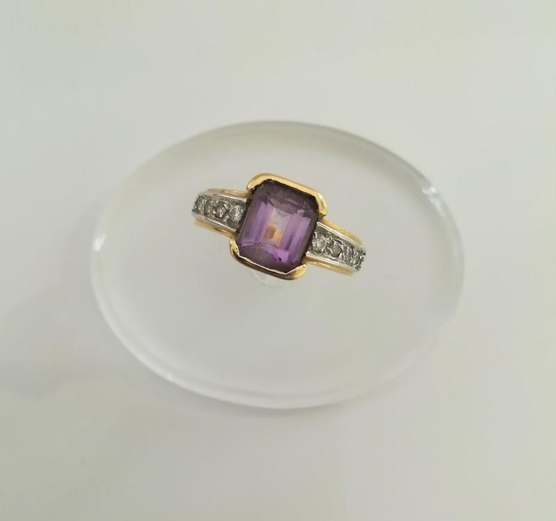 anello oro bianco con ametista e zirconi